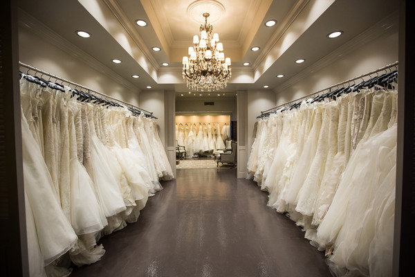 Wedding dress shopping tips mallorca weddings for Shop online wedding dresses
