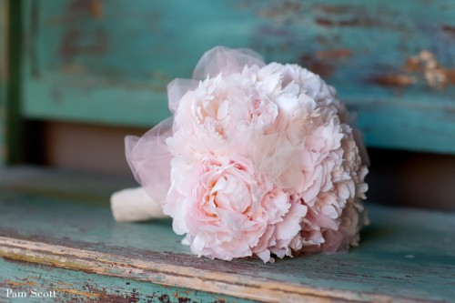 Styles of bridal bouquet & the meaning of flowers